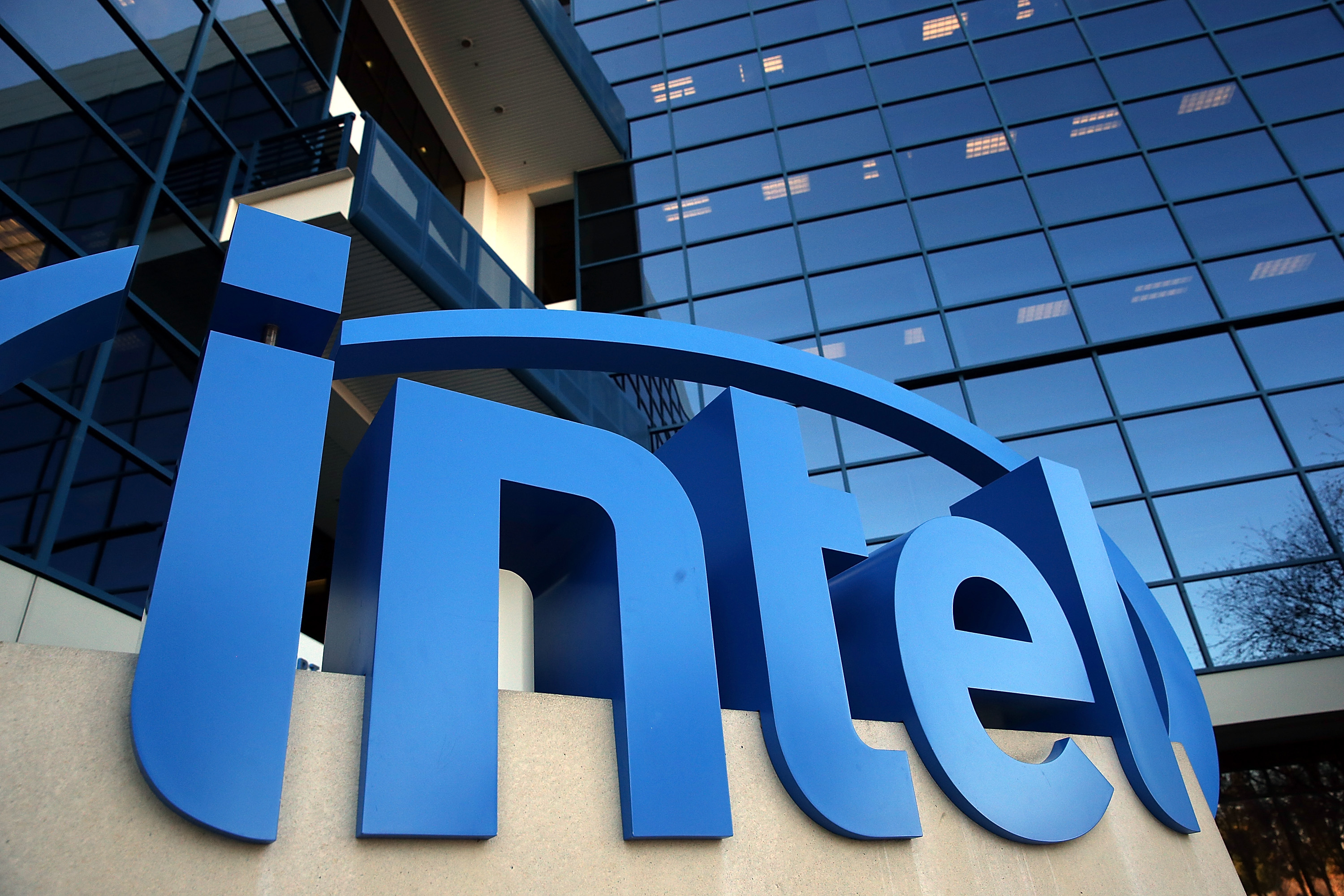 Intel giants flog 1 billion dollars worth of Artificial Intelligence chips!